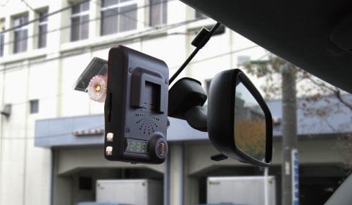 前後の画像を常時録画するドライブレコーダー「ツイン」